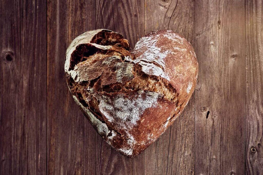 pane-a-forma-di-cuore-che-significa-grazie