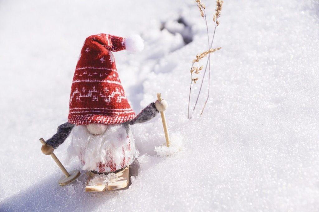Gnomo-di-Natale-che-scia