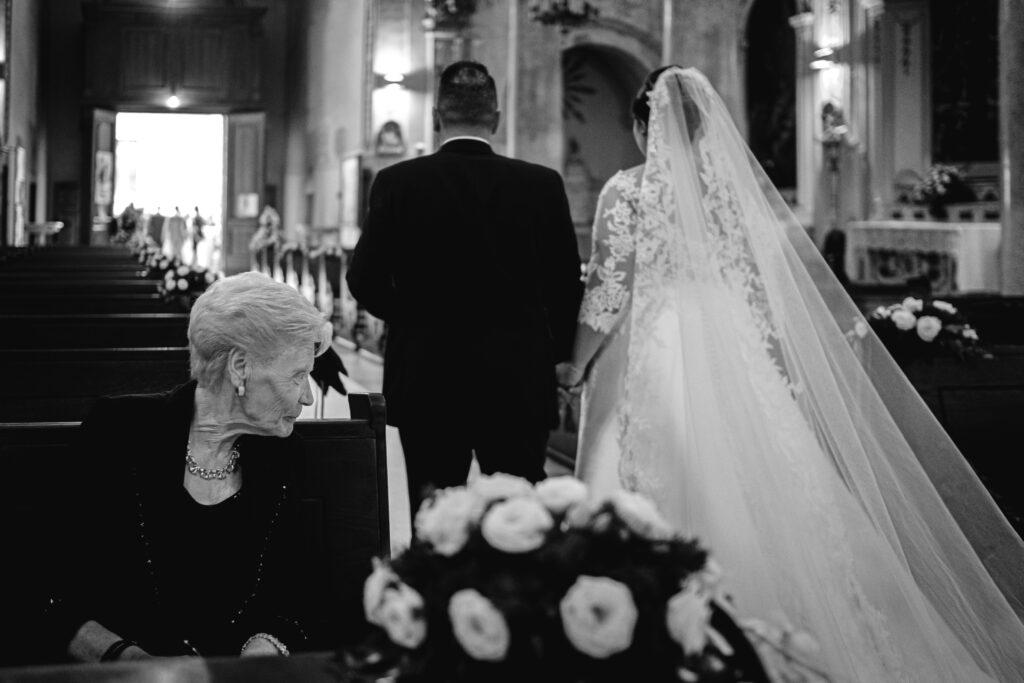 sposi-escono-dalla-chiesa