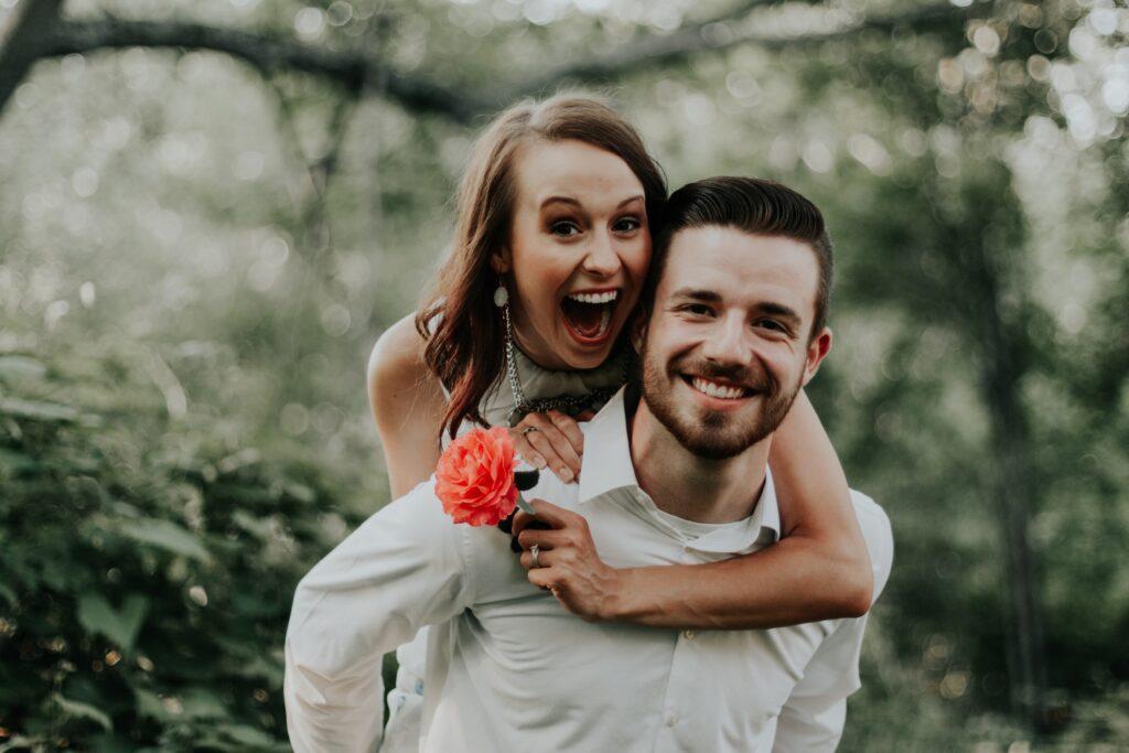 coppia-felice-per-aver-assicurato-il-proprio-matrimonio